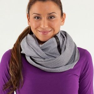 Lululemon Vinyasa Scarf black and white striped OS